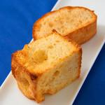 ラ・ヴェリータ - 自家製パン