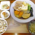 そば処 大笑 - 煮付け定食:ジューシーに変更で650円