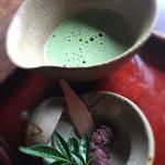 じゅらく - 薄茶と北海道産の小豆餡