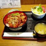 レストラン角  - 名物のきじ焼き丼 850円