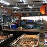 マルトモ水産 鮮魚市場 - 店内の様子。