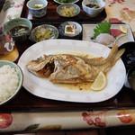 仲泊海産物料理店 -