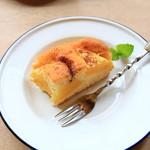カフェ ペタル - パイナップルのココナッツケーキ