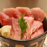 サカナスペース - マグロ食べ比べ丼
