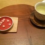 70408672 - お茶菓子と日本の野草茶