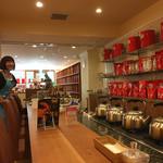70409026 - 店員さん女性ばかり、お茶目です。