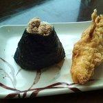 丸亀製麺 - たらこおむすびとかしわ天(100円)