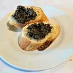 レストラン グーテ! - タプナードをバゲットにのせて食べると、めちゃうま~!!( ̄▽ ̄)bグッ!!