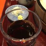 上野藪そば - 汁のアップ。。。薬味は当然生姜