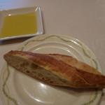 アマポーラ - オリーブオイル、パン