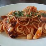 70418047 - 魚介のペスカトーレは魚介のコクとトマトソースの酸味がベストマッチ