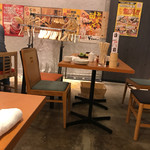 ホルモン・餃子居酒屋 たびたび - 内観
