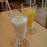 ニューカトマンズキッチン - ドリンク(ラッシーとオレンジジュース)