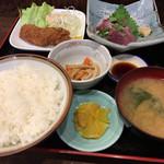 舟よし - かつお刺身と豚串かつのセット(今日のおふくろ定食)