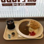 カフェ・とーぶ - ロースカツカレーとアイスコーヒー。 合計で税込700円。 美味し。