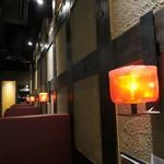 丸海屋 - 薄暗いテーブル席(2017年7月)