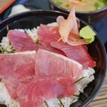 地魚工房 - 生マグロ丼(980円)