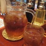 70431194 - サービス茶が各テーブルに置いてあります☆