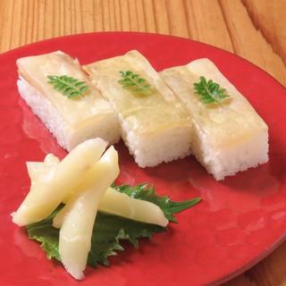 上質な脂ののりが段違い。【金華鯖】を炭火焼or炙り寿司で!