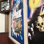 麺や ゼットン - 昔懐かしい雰囲気の店内