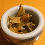 石臼挽き手打蕎楽亭 - お通し 山葵の醤油漬け