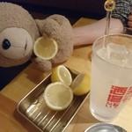 炭焼バル SACHI - 生搾りレモンサワー