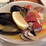 70435225 - ムール貝とあさりの白ワイン蒸しは貝のスープが美味♪