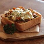 リスタイル プラスカフェ - 野菜たっぷりキーマカレートースト