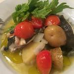 70440704 - ランチ お魚か、肉が選べ、サラダ、パン、ドリンク付き、1350円、ヒラメと野菜沢山、しかし骨だらけ                       (ー ー;)