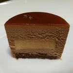 70443493 - ミルクチョコレートムースと、優しい甘味のキャラメルクリームがマッチ