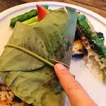 organ - 本日の鮮魚(ヒラメ)と生姜ライスのほお葉包み焼き
