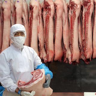 自社豚肉解体工場
