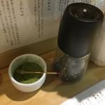 本町製麺所 阿倍野卸売工場 中華そば工房 - 黒胡椒と山椒