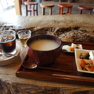 三宅商店 - 料理写真:これが朝粥セットプラスアイスコーヒーの全景(2017.7.23)
