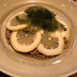 ツキノワ料理店 - 海ぶどうとレモン