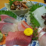 魚佐 - お刺身盛合せ定食2,160円の今日の刺身は鮪、ほうぼう、カンパチ、さざえ、だるまいか、金目、さわら等7点盛り