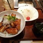 上杉 - 料理写真:豚トロ丼(1000円)