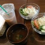 ワカバカフェ - セットのドリンク・サラダ