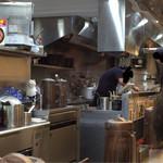 麺創研 紅 - 厨房