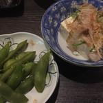 大阪ミナミのたこいち - 生ビールセットの冷奴&枝豆