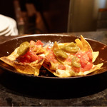 el caliente -modern mexicano- - チーズのナチョス
