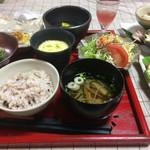 昼膳こもれび - 料理写真:デザートドリンク付きで1300円。