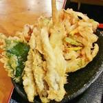 とら天 - 天ぷらとかき揚げ。
