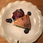 Cat Cafe てまりのおうち - ブルーベリーチーズケーキ