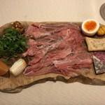 70470060 - 幻ネロパルマの生ハムと上質なイタリア食材の盛り合わせ