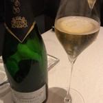 70470079 - E.Jamart & Cie Champagne Carte Blanche Brut (グラス) 2000円(税・サ抜)