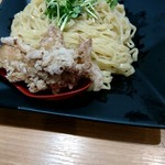 70472360 - 特製濃厚強火炊きつけめん1120円(麺と鶏皮の唐揚げ)