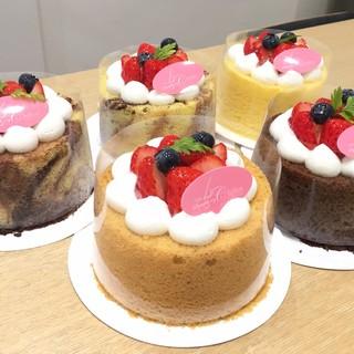 可愛いふわふわ食感のシフォンケーキをぜひお召し上がり下さい♪