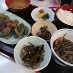 またぎの里 - 山菜定食1300円