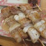 須崎屋台かじしか - 焼き物は豚バラから。  焼き物はご主人にお任せで数品焼いてもらいました。